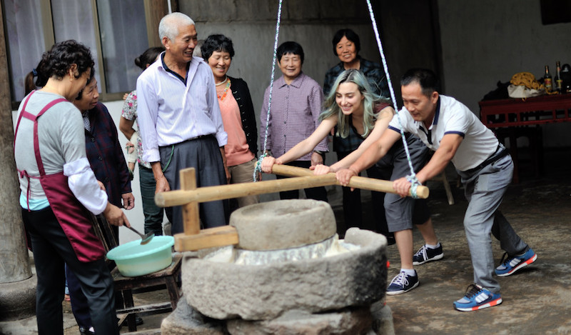 Making tofu during the first project session in Suoyuan (琐园村), Jinhua (金华市), Zhejiang province (浙江省), China